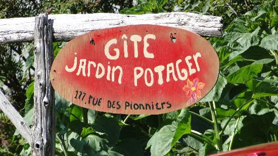 L 39 enseigne picture of gite ferme au jardin potager for Au jardin review