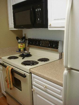 Oakwood Apartments Arlington : Full size kitchen