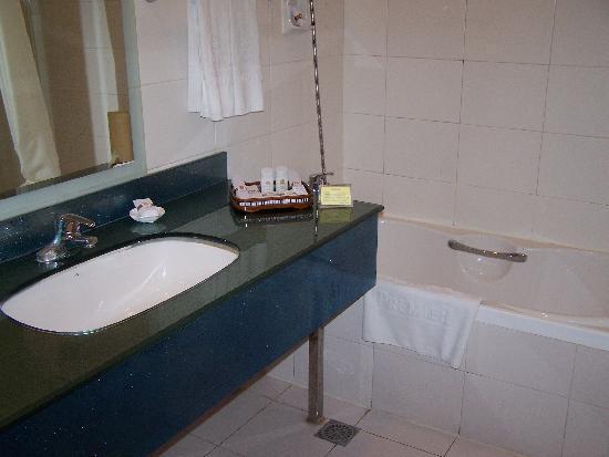 Fifth Ring Hotel Beijing: Bathroom amenities