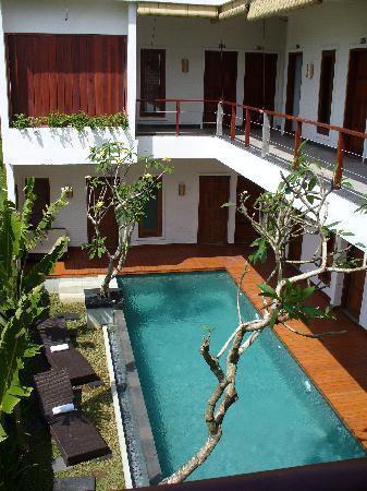 Echoland: pool