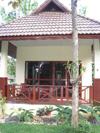 Oriental Kwai Resort: Front of cottage