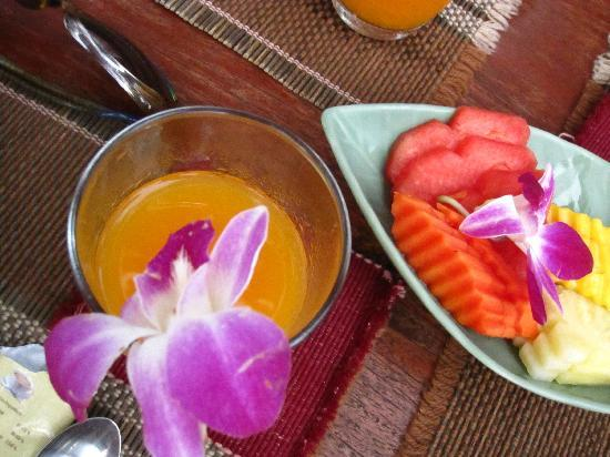 Oriental Kwai Resort: Complimentary juice and fruit with breakfast!!