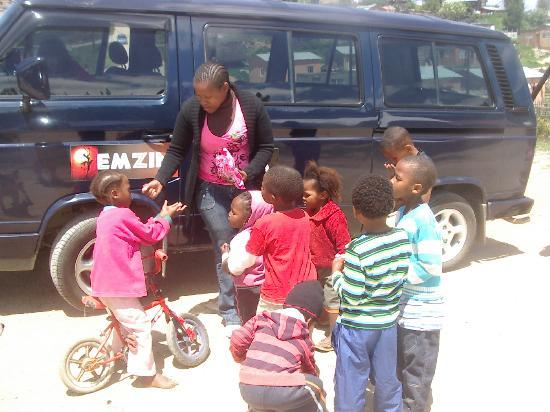 Knysna, South Africa: Ella with Local Children by Penny's Car