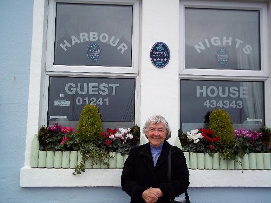 "Harbour Nights Guest House : A happy customer and the ""Full"" sign says it all!"