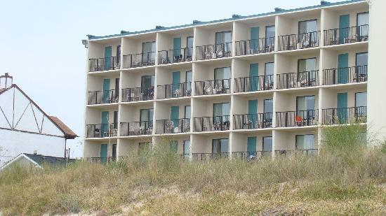 "BEST WESTERN PLUS Holiday Sands Inn & Suites: Pic of ""tower"" rooms taken from the beach."