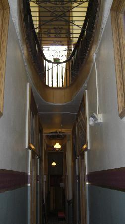 Silver Queen Hotel: Wonderful interior hallways!