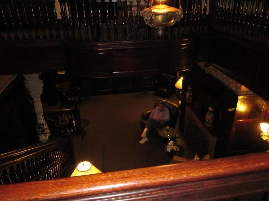 Longwood Inn : Mantle in dining area
