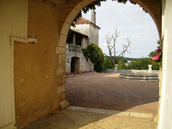 Le Chatenet : Entrance