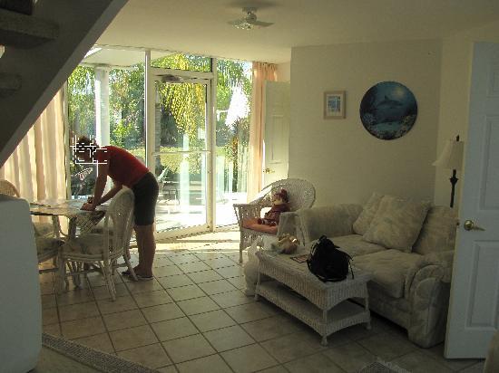 Pyramids in Florida: Eingangsbereich