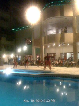 Imperial Shams Resort: Nightshow at the pool