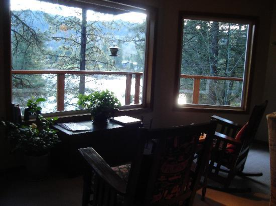 All Seasons River Inn: Relaxing view of the river
