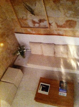 s'Hotelet De Santanyi : nice reading corner of next door aprtmnt to rent