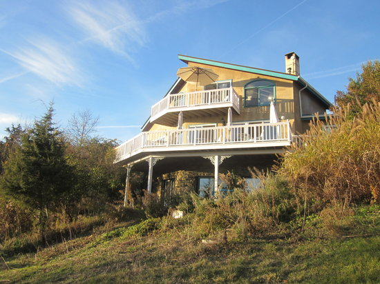 Cayuga Lake Front Inn : View of the house