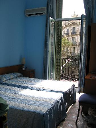 Hostal Eixample: room#1, double bed room with bathroom