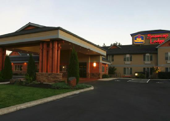 BEST WESTERN Snowcap Lodge: Eco-friendly, green themed & energy efficient.  Your outdoor adventure starts here.