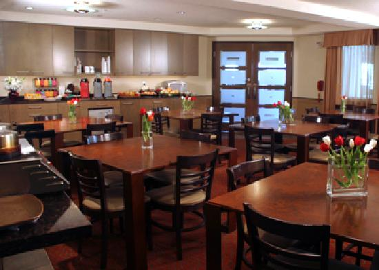 Best Western Snowcap Lodge : Complimentary buffet breakfast.  Experience the personal touch.