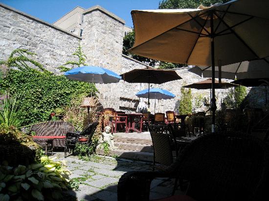La Maison Pierre du Calvet: Terrace