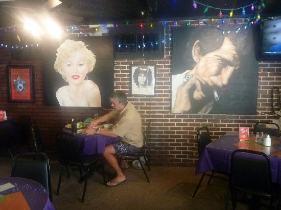 Pepe's Cafe: Inside view