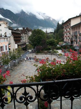 Hotel Le Chamonix: view of mont blanc  and Chamonix from balcony