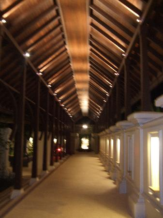 Pangkor Laut Resort: Walkway to reception at night