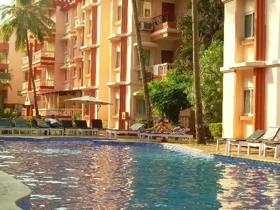 Adamo The Bellus Goa: poolside