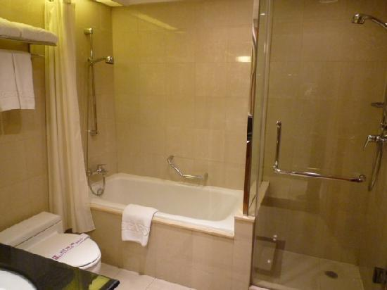 Lee Garden Service Apartment Beijing: Bathroom