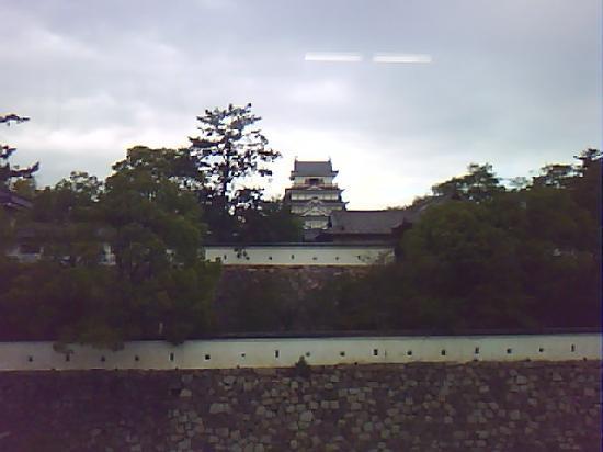 Fukuyama Castle: 新幹線福山駅ホームより