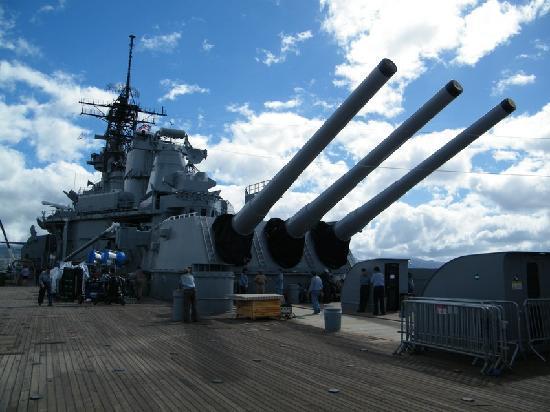 Honolulu, HI: i cannoni della Missouri