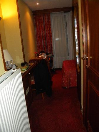 Hotel Hamiot: mini couloir menant au lit