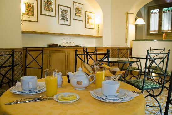 Hotel Villa Grazioli: Breakfast room