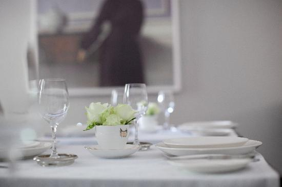 Middedorp Manor: The Breakfast Room