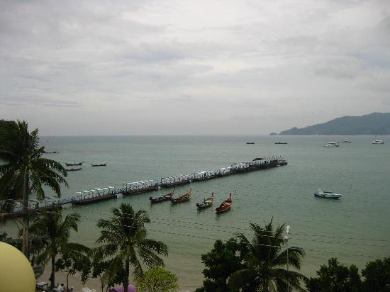 The Ocean Patong Hotel: Lovely view from the rooftop restaurant - south