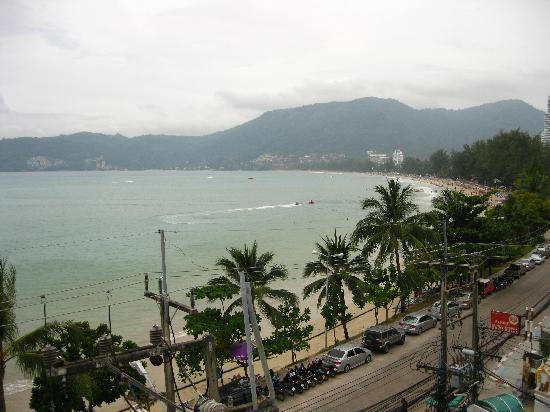 The Ocean Patong Hotel: Lovely view north from the rooftop restaurant