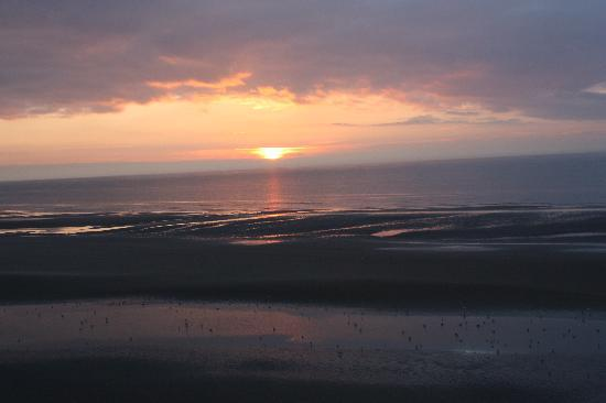 New Hacketts Hotel: winter sunset over blackpool beach