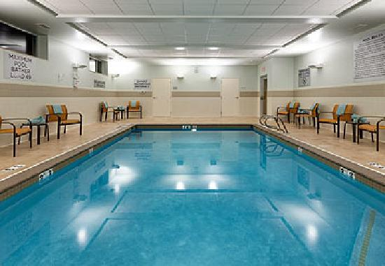 Courtyard by Marriott Fort Wayne Downtown at Grand Wayne Convention Center: Pool