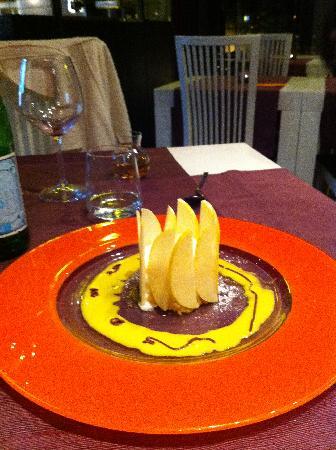 Ristorante Beccaio: Budino di cioccolato bianco con mela verde