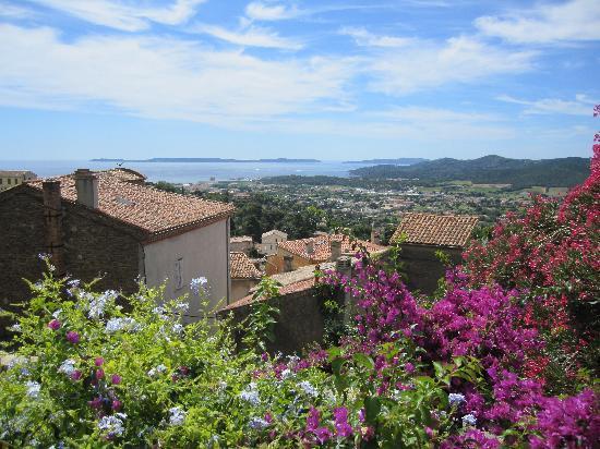 Bormes-Les-Mimosas, France: vue du village