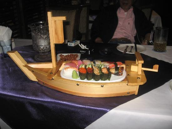 Golden City Hotel: 2Fのレストランの寿司