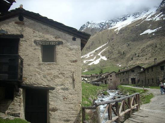 Ponte di Legno, Italia: Picturesque Case de Viso