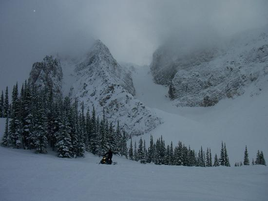 Vagabond Lodge: Ski-dooing.....