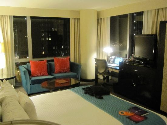 theWit - A DoubleTree by Hilton: Corner King Room
