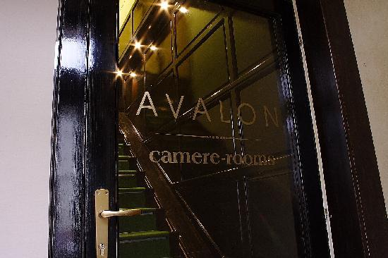 Avalon Rooms: entrance