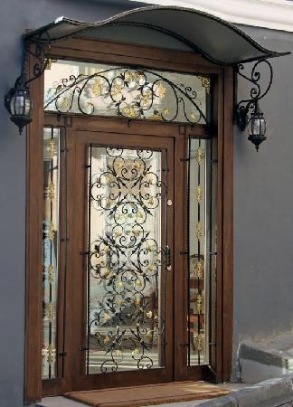 Basileus Hotel: Entrance door