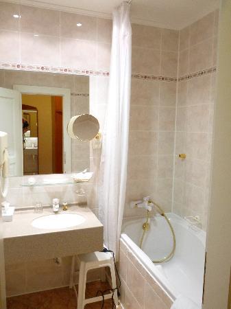 Danubius Health Spa Resort Hvezda and Imperial: Badezimmer