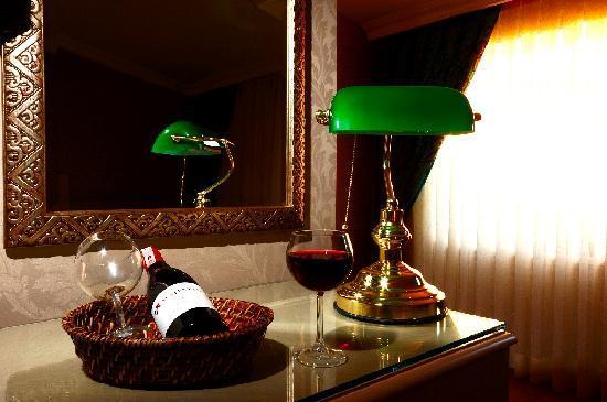Hotel Seraglio: HS