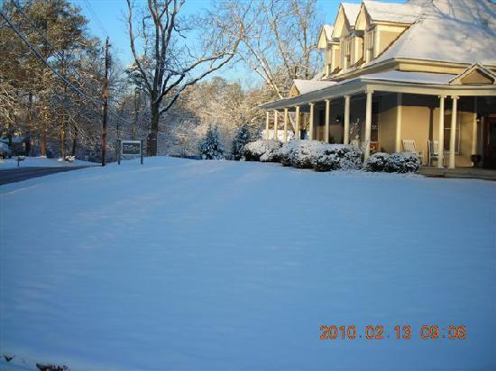 The Ragsdale Inn: An unexpected dusting of snow...