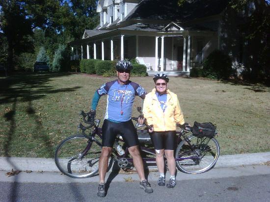 ‪‪The Ragsdale Inn‬: SCT Riders on a bicycle built for two.‬