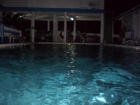 MJI St Lucia: Pool at night