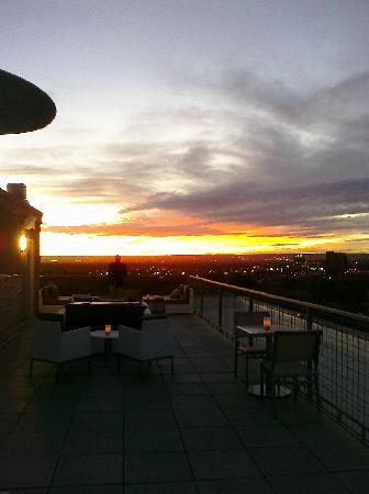 Hotel Parq Central: Sunset at the Apothecary Lounge