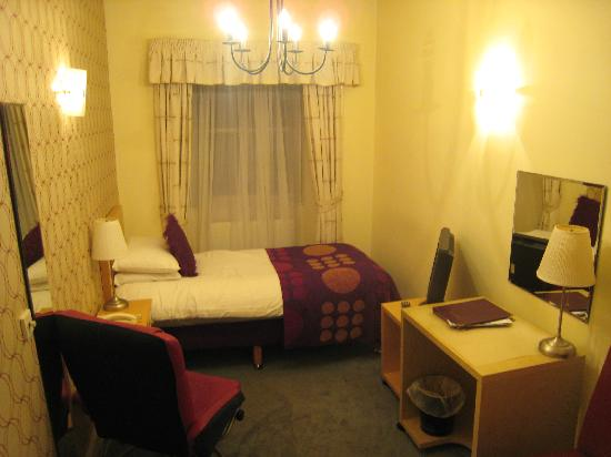 The Belhaven Hotel: Room facing front street